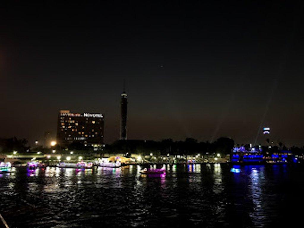 夜は盛り上がるナイル川