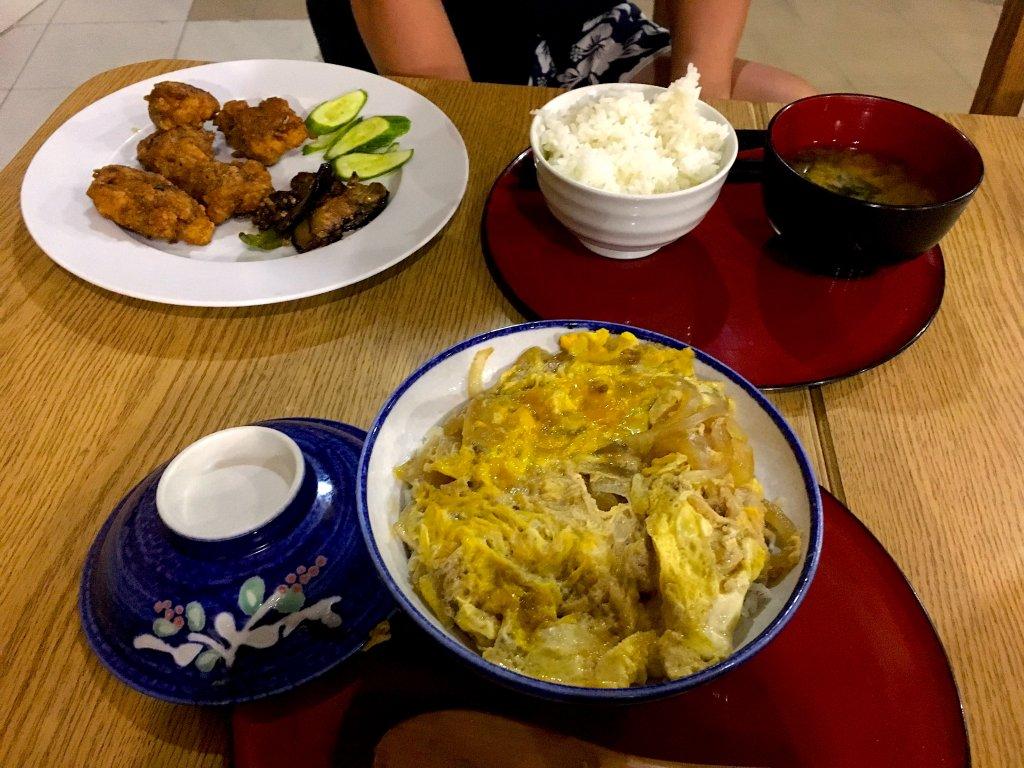 親子丼と唐揚げ定食