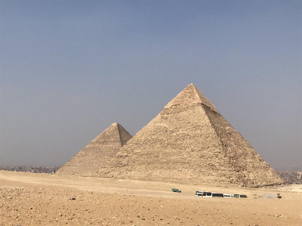 ギザのクフ王とカフラー王のピラミッド
