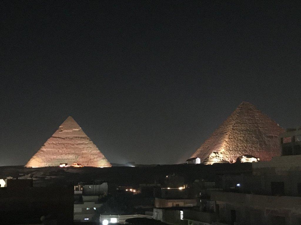 ギザのピラミッドの光と音のショー
