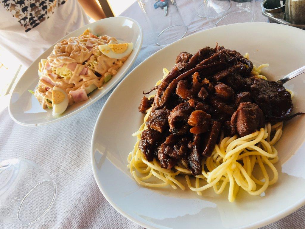 海鮮パスタとシェフサラダ