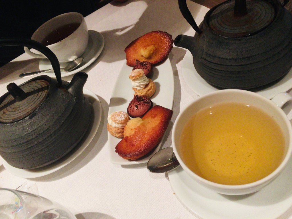マドレーヌとお茶