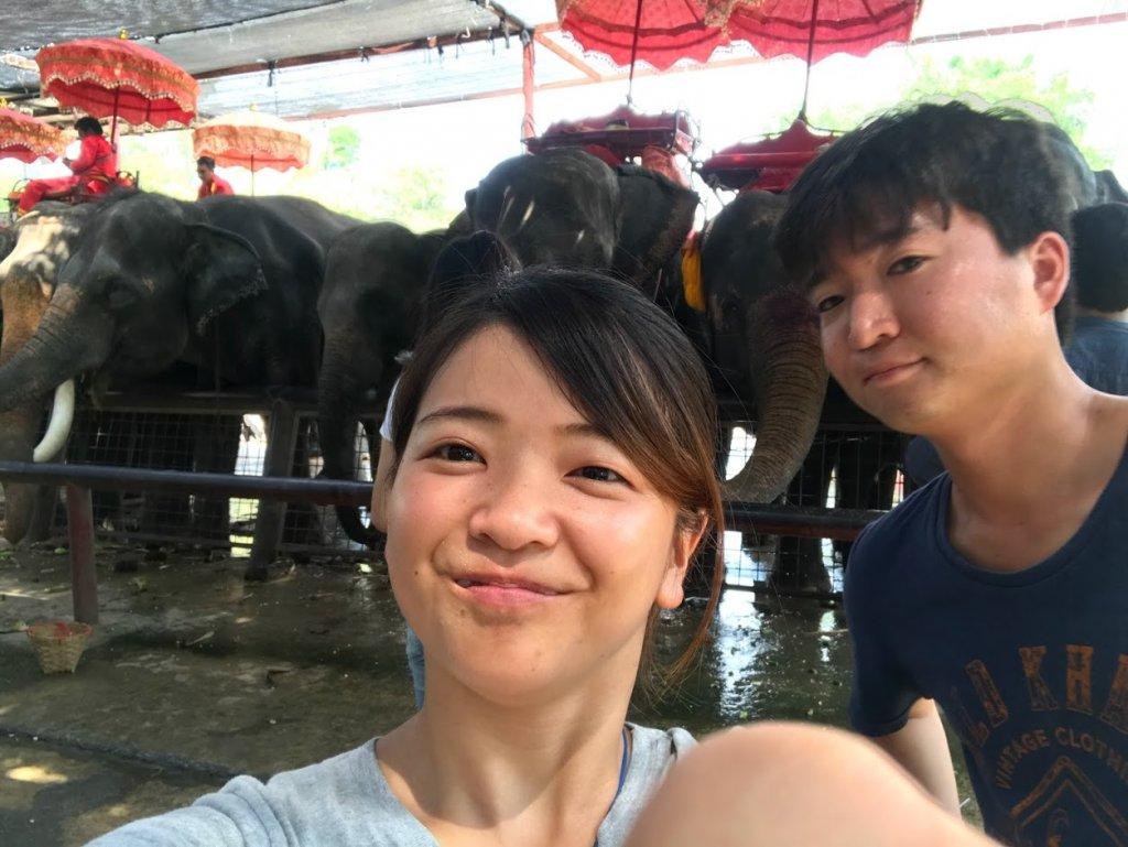 象と記念撮影