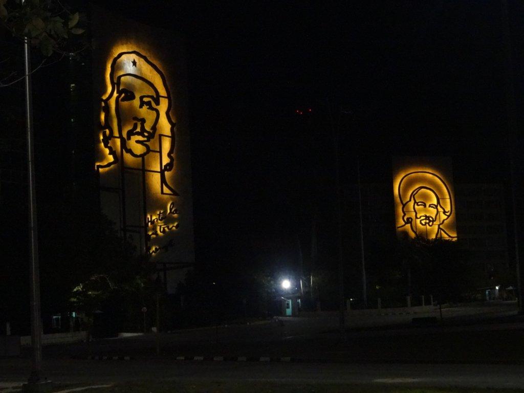 夜の革命広場